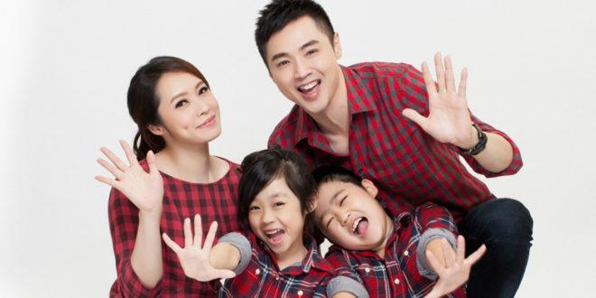宋達民(後右)與洪百榕(後左)育有一雙兒女,活潑可愛。(圖片提供:翻攝宋達民和洪百榕愛的粉園)