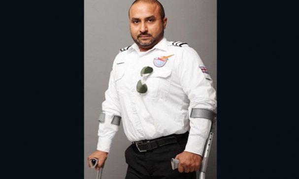 路易士成為殘疾航空學校創始人,為一名合格飛行員。(圖片來源:CNN)