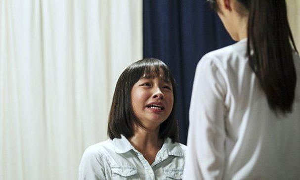 余若晴在《心靈時鐘》飾演范文芳女兒,兩人陷入冷戰。(照片由威視電影提供)