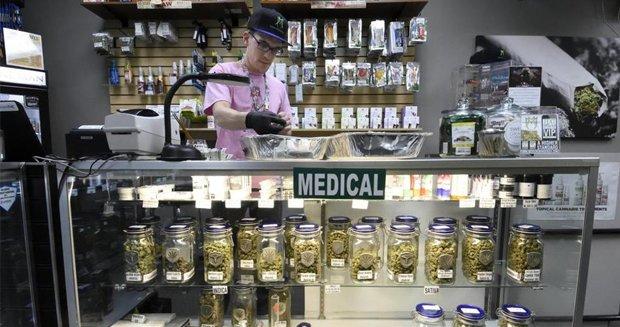 科羅拉多州民眾可到合法零售商店購買醫療用或娛樂用大麻。(照片翻攝bostonglobe)