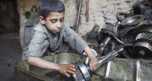 戰爭以及貧窮,迫使伊拉克兒童必須出外工作養家。(圖片來源/翻攝自unicef US網站)