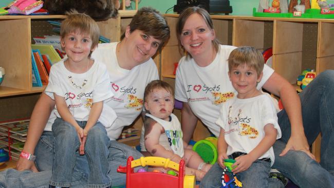 狄倫與爸媽跟哥哥們。(圖片來源:http://www.news.com.au/)