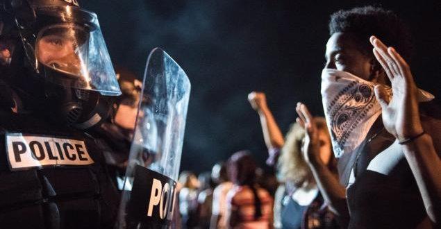 43歲非裔男史考特遭警方擊斃,引發民眾暴動,該市宣布進入緊急狀態。(圖片來源/翻攝自網路 )