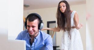 許多男性沉迷於網路色情,卻忽略了經營與伴侶間的關係。(示意圖/圖片來源/版權照片)