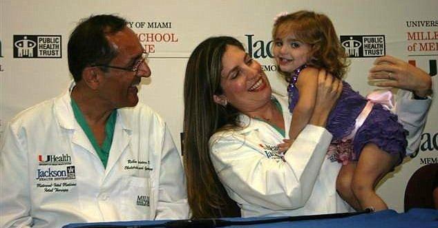 手術十分成功沒有造成任何後遺症,雷娜現在已經是個健康活潑的小女孩了。(圖片來源:http://www.dailymail.co.uk/)