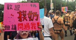 護家盟說,同志遊行高度裸露,男生露性器官,女生露胸部,兒童或青少年在一旁觀看卻完全沒有防護。(謝婷婷攝)