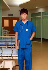 李國毅在公視「麻醉風暴2」飾演技術高超的年輕外科醫生「熊崽」。(圖片來源:公視提供)