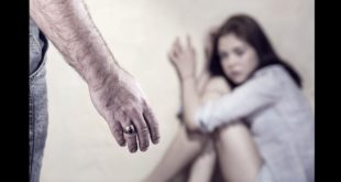 一名25歲的楊姓男子,因為多年來苦苦追求學妹不成,竟然潛入學妹和男友同居套房,以情趣用品猥褻性侵。(圖片來源:123rf,示意圖)