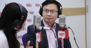 黃志芳原先傳出要接替江春男派駐新加坡代表,現在卻因新加坡方面不滿等因素,依然在新南向辦公室擔任主任。  圖片來源:Hit FM