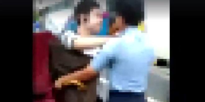 桃園12日路上有一名學生襲擊教官,經查證後,該生有亞斯伯格症,有情緒和學習障礙,因此教官事後不予追究。  圖片來源:影片截圖