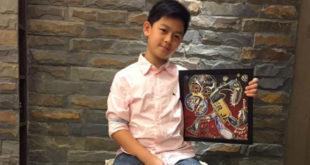 台北市龍安國小一名小五學生游辰恩,因為母親的朋友罹患癌症開始化療,心疼阿姨並且想自己可以為她做什麼,就想到可以義賣自己從小到大的畫作。  圖片來源:Kids can help 粉絲專頁