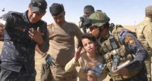 10歲女童艾莎,不斷感謝伊軍將她從 IS魔掌中解放出來。(圖片來源/翻攝自網路)