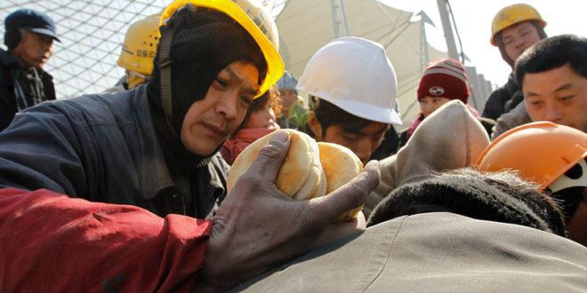 勞陣指出,我國勞工普遍有「過勞」、「低薪」的現象。  圖片來源:张 春海 on flickr