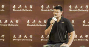 NBA名人堂球星姚明11日和上海大鯊魚隊等到台訪問,他分享自己在NBA打球的心得。  圖片來源:影片截圖