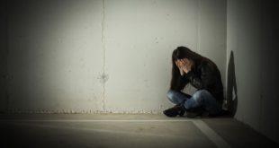英國牛津市1名14歲女學生,在上學途中慘遭性侵,其母批評警方辦事不力。(示意圖/圖片來源/版權照片)