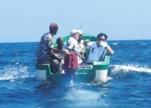 日本連鎖壽司店老闆木村清,與海盜合作捕魚,讓他們成功「轉職」。(圖片來源/翻攝自網路)