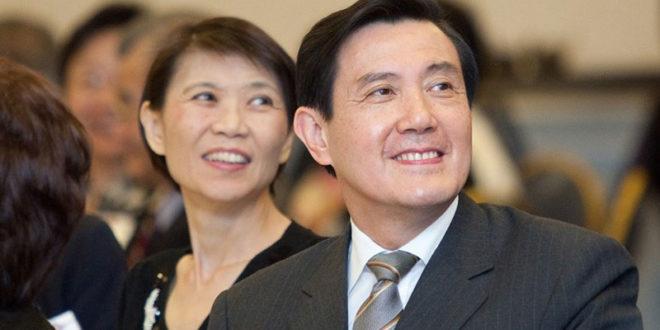 周美青(左)為避免遭受兆豐洗錢一案風波,自7日起請辭兆豐旗下兩大基金會的董事長職務。  圖片來源:總統府flickr