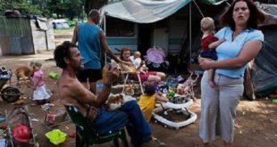 南非在種族隔離制度被廢除後,出現了白人貧民窟現象,其居住環境髒亂不堪。(圖片來源/翻攝自網路)