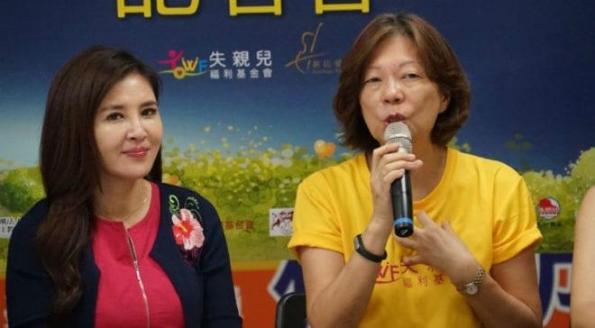 長期關懷弱勢兒童的失親兒基金會於19日在台北市議會舉辦記者會,台北市議員王欣儀(左)也到現場出席支持。圖右為失親兒基金會執行長馮玉玲。 圖片來源:馮紹恩攝