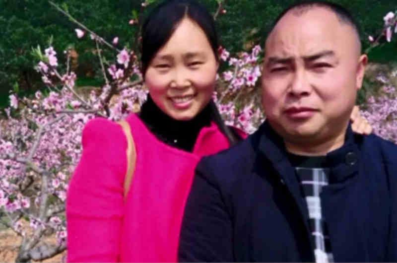 李萍為怕拖累丈夫─ 鄭心中,而選擇離婚,但卻想不到鄭卻一直為了她的醫藥費在努力。圖為左為李萍,右為鄭心中。(圖片來源:巴士的報)