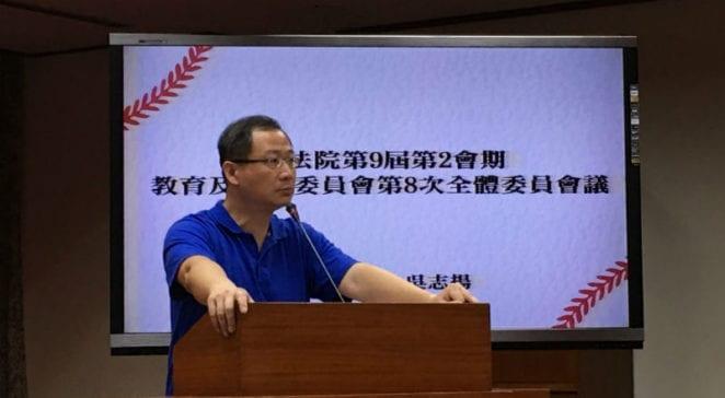國民黨立委吳志揚表示,若是教官仍有過去刻板印象的威權功能,「為什麼爸媽跟老師在沒有配套措施出來,會希望他們能留下?」 圖片來源:馮紹恩攝