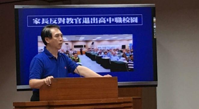 國民黨立委陳學聖強調,「不要因為上一代不愉快而影響下一代的孩子安全;不要選擇政治正確,輕忽家長跟老師心聲。」 圖片來源:馮紹恩攝