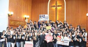 台灣世界展望會年度公禱日在彰雲嘉辦事處舉行,70位同工一同為全球孩童禱告。(照片由台灣世界展望會提供)