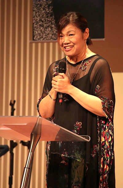 台灣走出埃及輔導協會秘書長厲真妮以一襲閃亮黑紗洋裝出席晚會,驚豔全場。(照片由台灣走出埃及輔導協會提供)