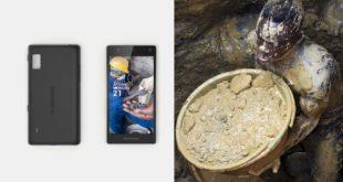 全世界第一支公平手機由荷蘭社會企業家畢克莫倫發明,標榜不使用血汗礦產原料。(照片摘自衛報)