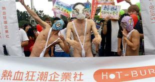 今年同志驕傲大遊行仍出現許多高度裸露的人群。(謝婷婷攝)