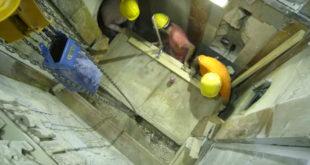 日前《國家地理雜誌》公佈正在修復耶穌墓穴的大門,據悉石灰石的大門外觀由大理石覆蓋。(照片摘自youtube)