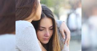 一名網友分享她在年輕時遇到同學被霸凌的經驗,當時她選擇伸出援手,事後多年兩人在網路上重逢,成為好友。  圖片來源:123RF