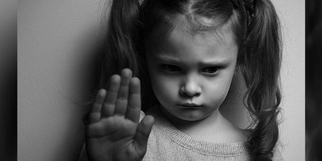 北市一名13歲女童到「阿伯」家暫住,卻被阿伯伸鹹豬手。(示意圖,非當事者。圖片來源:123rf)