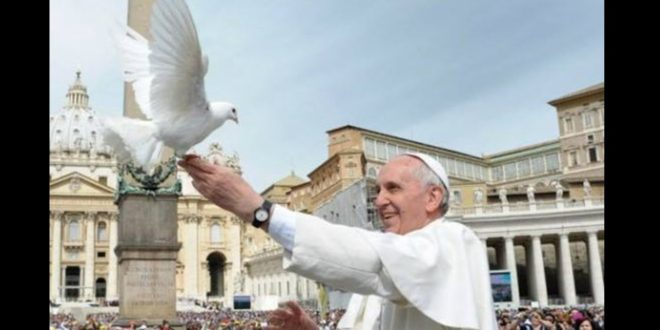 天主教教宗方濟各前往東歐喬治亞訪問時,呼籲全球正視傳統婚姻正在被瓦解的問題。(翻攝網路)