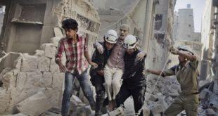 「敘利亞民防力量」組織「白盔」,志工們在砲火廢墟中搶救生命救援,成為2016年諾貝爾和平奬得獎大熱門。(圖片來源/翻攝自 fairplanet)