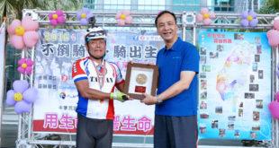 朱市長給予不倒騎士環台車隊肯定。(圖片來源:新北市衛生局提供)