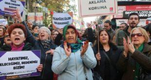 除了伊斯坦堡,在土耳其安卡拉也有眾多人民遊街示威,抗議政府所提出之性侵犯新法。(圖片來源/翻攝自網路)