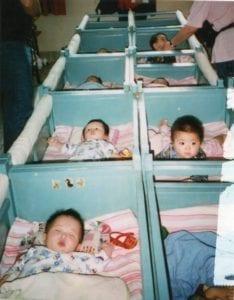 中國一胎化政策,導致棄嬰問題嚴重。(圖片來源/翻攝自Touching Home In China臉書)