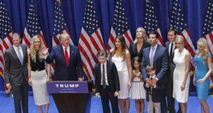 川普在當選後,帶著全家人上台感謝選民。(圖片來源/翻攝自Donald Trump臉書)