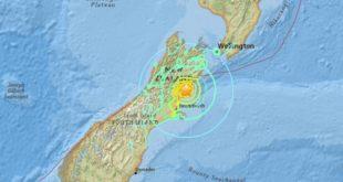 紐西蘭在台灣時間13日發生規模7.4級強震,目前已經造成兩人死亡,但傷亡人數恐怕還會往上攀升。(翻攝自美國地質調查所)