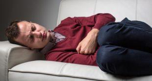 桃園一名爸爸因為腹痛就醫,醫師剛開始以為是內科急症,幾天後患者才赫然想起就醫前幾天,曾被小兒子在肚子上亂跳遊玩。(圖片來源:123rf)