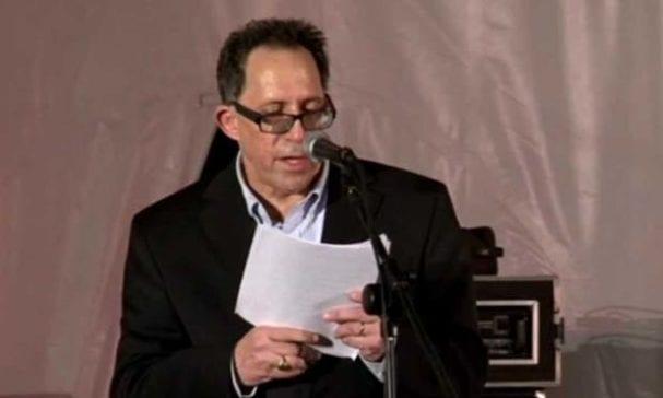卡曼克為家長權益組織創辦人,他細細道出同性婚姻對他居住地造成的影響。(照片摘自ytimg)