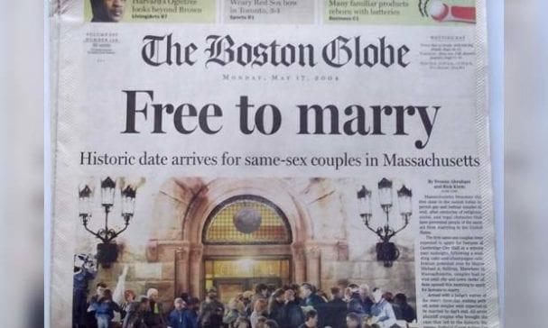 2004年麻州為全美頒發同性伴侶結婚證書首例,在當時造成轟動。(照片摘自Boston Globe)