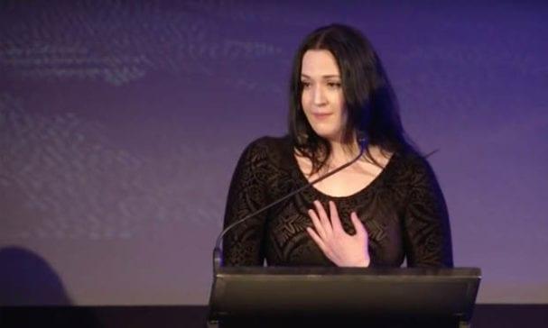 芳塔娜去年受基督教機構演講,分享她的自身經歷及反對婚姻平權的理由。(照片摘自youtube)