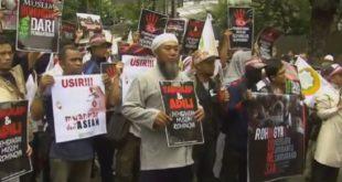 印尼穆斯林團體25日舉行示威,要求緬甸政府停止攻擊洛興雅人。(圖片來源/翻攝自YouTube)
