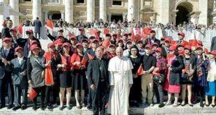 華爾街日報上個月31日報導指出,梵蒂岡同意了與大陸官方的主教任命協議,此舉引發了許多揣測。圖為10月5日接見中國蘇州主教徐宏根。(圖片來源:翻拍自臉書)