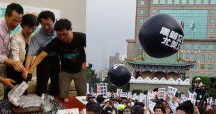 被反同婚團體點名,尤美女回應12月26日仍會排審婚姻平權相關修法提案。(t左圖翻攝臉書)