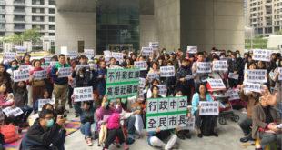 台中市政府決定本月10日開始,連續7日在市府和市政各服務處升起彩虹旗,此舉引起市民反彈。(圖片來源:為下一代站出來提供)
