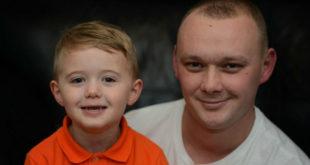 藍尼機警的餵昏迷的爸爸吃優格,救了他一命。(圖片來源:Manchester Evening News)
