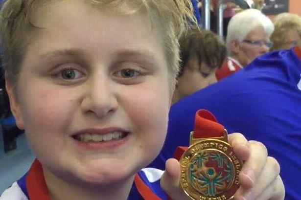 媽媽鼓勵羅力不要放棄,後來贏得其他賽事的金牌。(圖片來源:http://www.belfastlive.co.uk/)